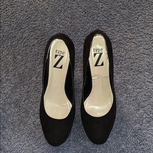 Type Z Black Pumps